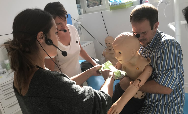 Notfall-Training in der Kieferchirurgischen Praxis bei Dr. Oliver Hächl in Götzis