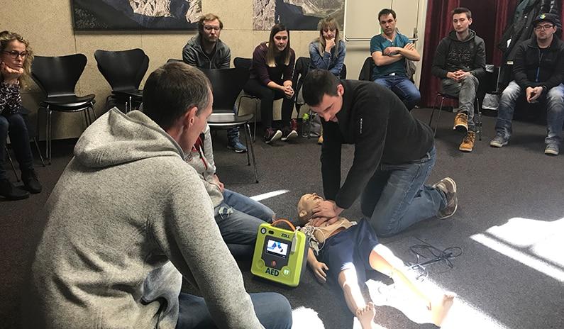 defibrillator zoll aed 3 simulation tirol