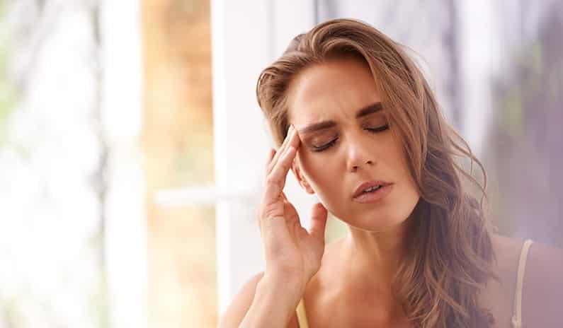 10 alltägliche Dinge, die Migräne verursachen können