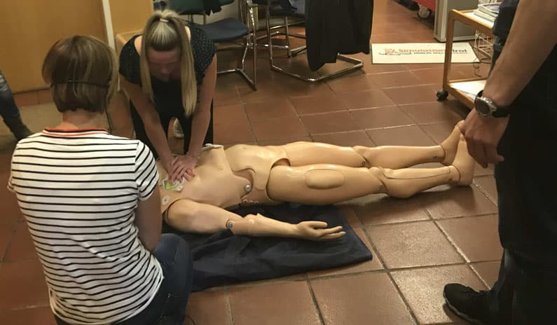 Herzdruckmassage Notfalltraining