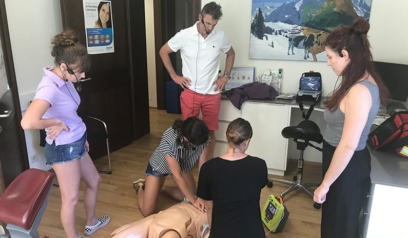 Notfall-Training bei  Zahnarzt Dr. Reinhard Knoflach – alle Fotos