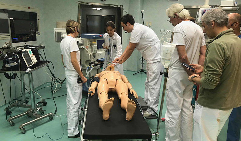 Notfalltraining in Brixen mit 120 medizinischen Fachkräften