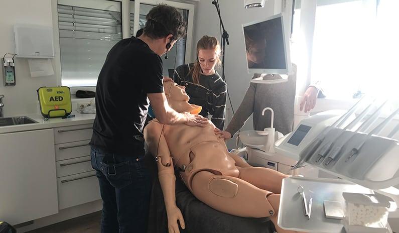 Notfalltraining bei Zahnarzt Dr. Philip Graf in Imst – inkl. Fotogalerie