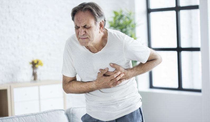 Erste Hilfe bei Herzinfarkt in deiner Arztpraxis: Diese 1 Maßnahme rettet die meisten Leben!